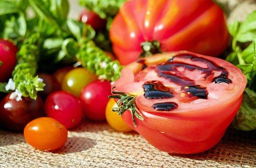 tomatoes-1587130__340